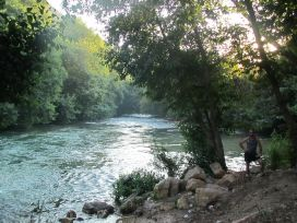مصدر مياه قناة - الخاسكية صورة لنهر الأولي في منطقة علمان